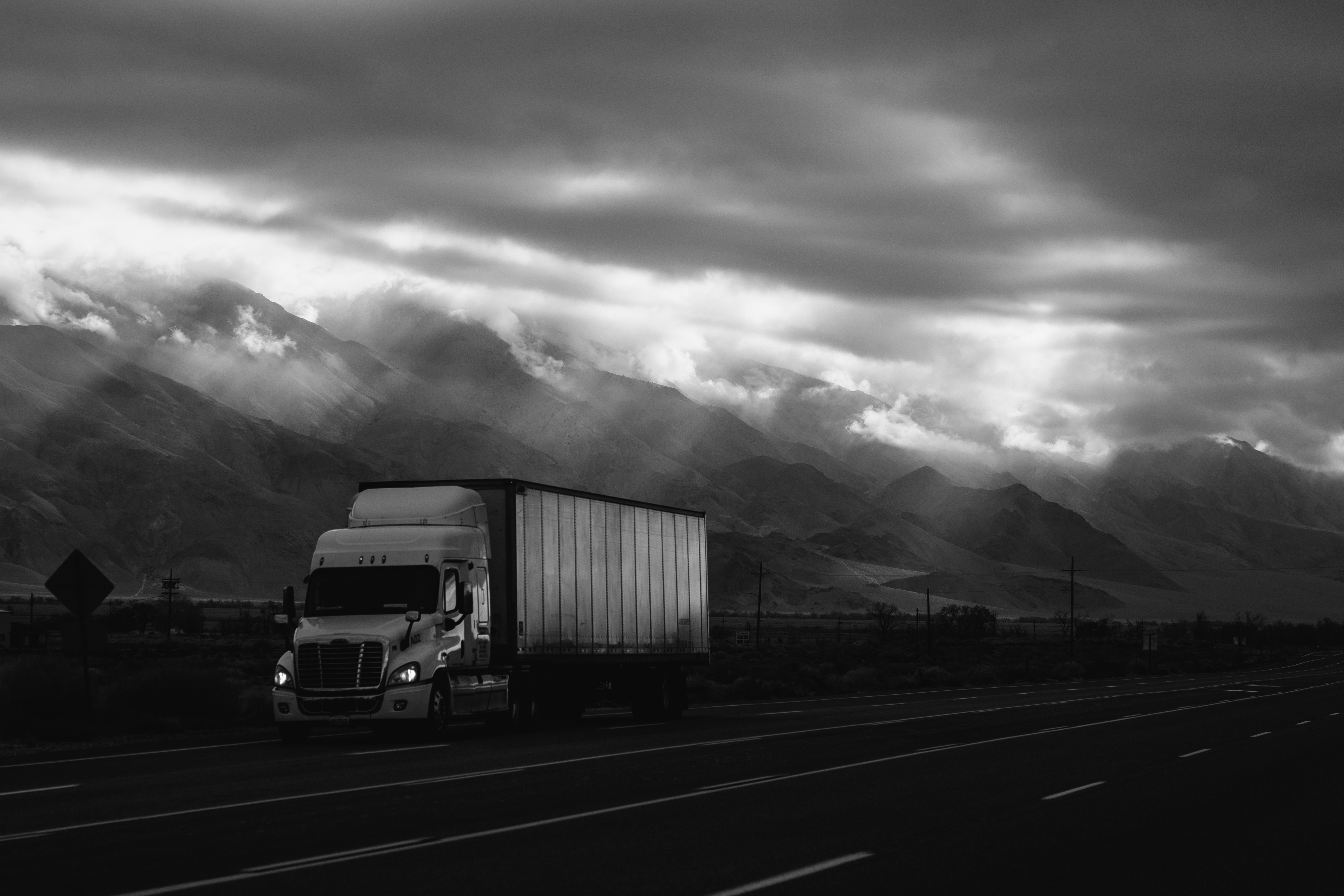 Trucking Companies that Hire Felons and How to Get the Job